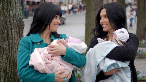 Se Tvilliningsøstrenes donorbarn på TV 2 Sumo